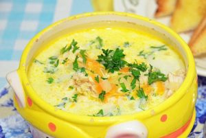 фото куриного диетического супа с сыром