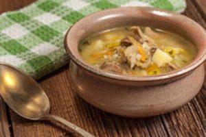 Диетический суп с курицей и гречкой на фото