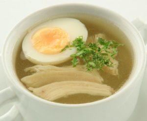 Диетический куриный суп с яйцом на фото