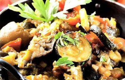 Диетическое овощное рагу с брокколи и кабачком рецепт