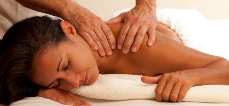 разомните мышцы перед тем, как делать массаж шеи с медом