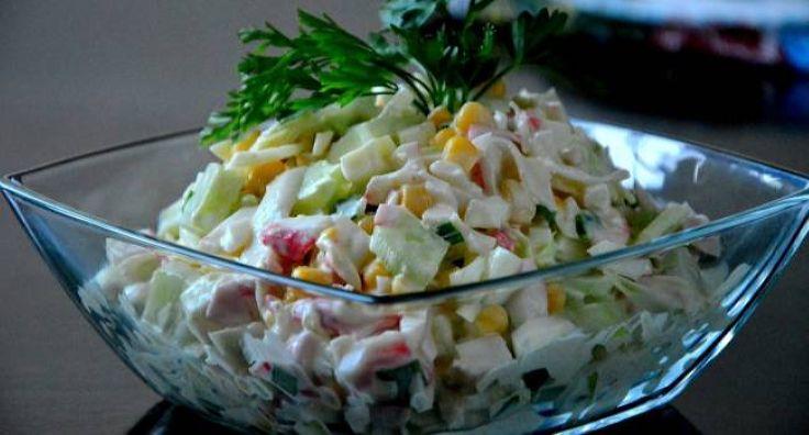 Низкокалорийный салат с крабовыми палочками 1