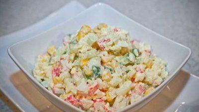 Низкокалорийный салат с крабовыми палочками
