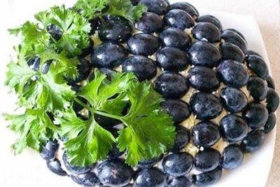 Фото праздничного салата Виноградная лоза