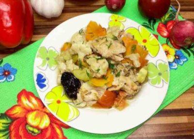 Диетическая курица с овощами