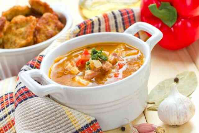 Гороховый суп с курицей и томатами