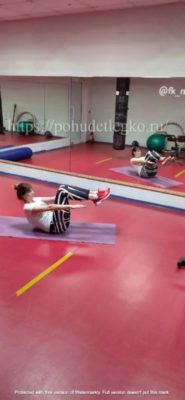 Упражнения для похудения живота и боков лежа