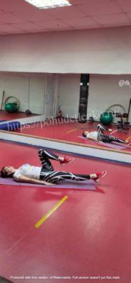 Упражнения для похудения живота с подъемом ног