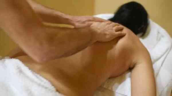 Прием массажа от целлюлита поглаживание
