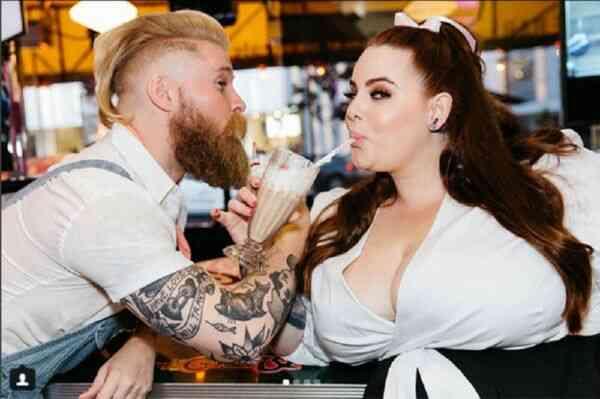Пара с толстой девушкой и худым парнем