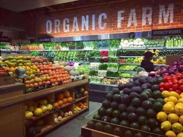 Надпись в магазине органические продукты